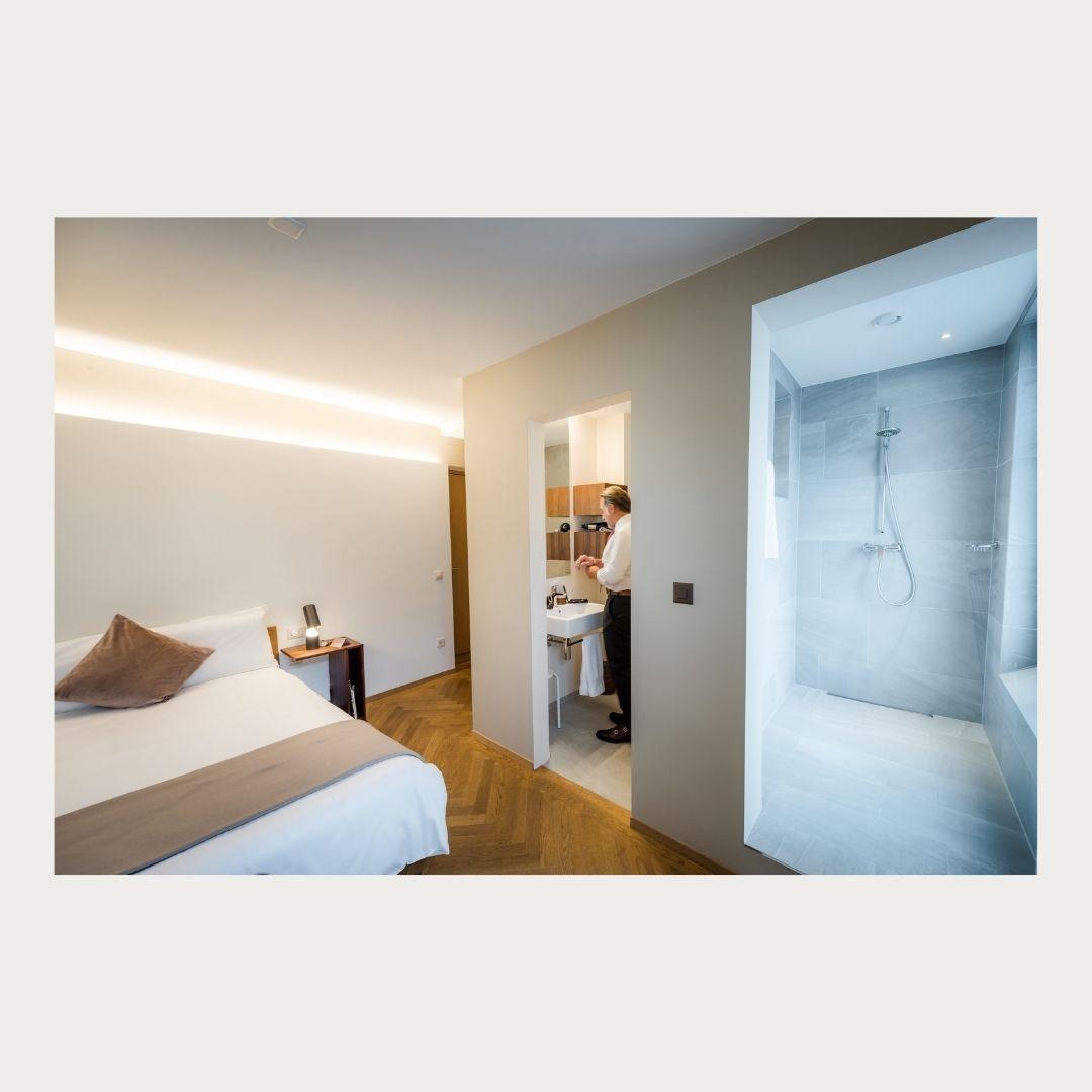 NIMO Klassik Einzelzimmer Gast im Bad