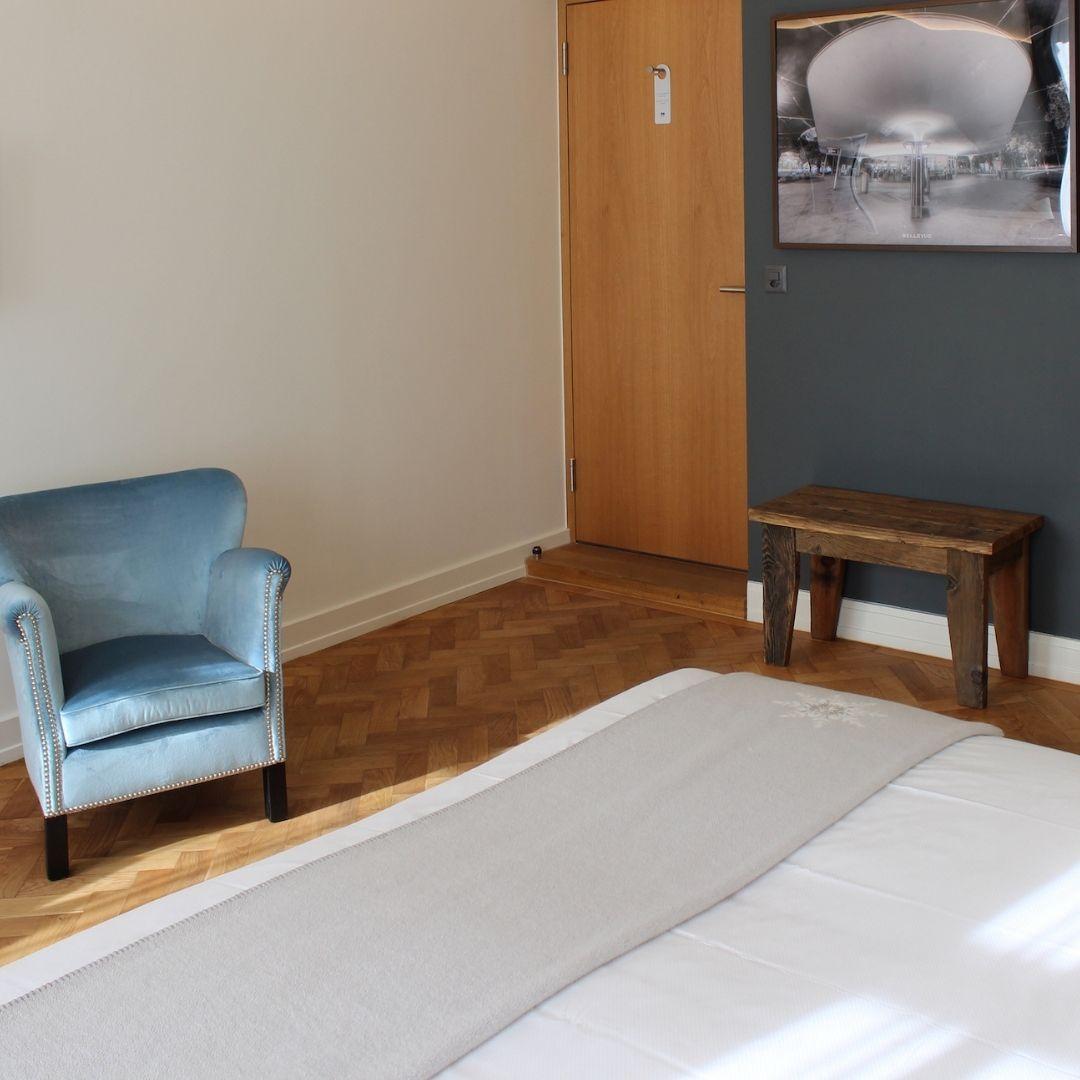 Premium Doppelzimmer Wohnbeispiel mit Seesel